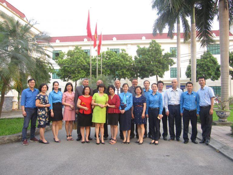 Đoàn đại biểu Công đoàn Công nghiệp Thực phẩm Ai Cập chụp ảnh lưu niệm với Lãnh đạo và cán bộ Viện CNTP